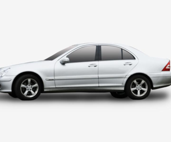 Auto matrimonio: dalle auto d'epoca alle vetture sportive con autista, scopri cosa dice il galateo e alcuni consigli sui servizi noleggio auto per matrimoni.